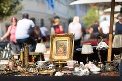 söndag loppmarknad Arkivbilder