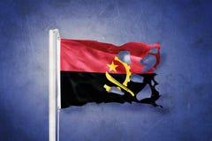 Sönderriven flagga av det Angola flyget mot grungebakgrund Royaltyfri Fotografi