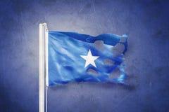 Sönderriven flagga av det Somalia flyget mot grungebakgrund royaltyfri illustrationer