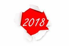Sönderrivet papper med det nya året 2018 för skriftliga ord fotografering för bildbyråer