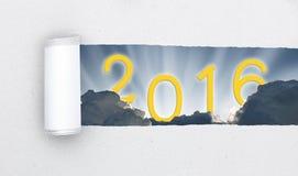 Sönderrivet papper som är öppet till himmel 2016 Arkivfoton