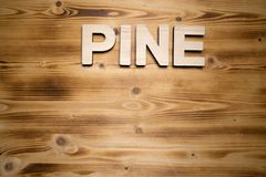 SÖRJA ordet som göras med byggnadskvarter på träbräde arkivfoto