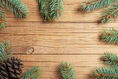 Sörjer det nya året för jul träd- och kottegarneringbakgrund xmas och jul på träutrymmen för tabellbakgrundkopia royaltyfri bild