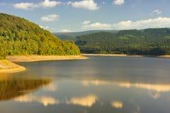 Sösestausee e legno di autunno fotografie stock