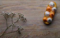Söt bakelse som är syrlig med den citronkräm och marshmallowen Royaltyfri Bild