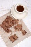 Söt choklad och en kopp med kaffe Royaltyfri Foto