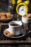 Söt frukost med kaffe, lodlinje royaltyfria foton