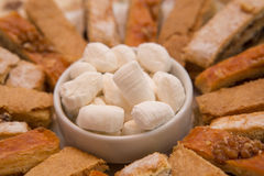 Söt godis som göras från mjöl och socker (parvardaen) Royaltyfria Bilder