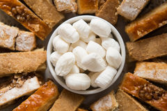 Söt godis som göras från mjöl och socker (parvardaen) Arkivfoto