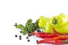 Söt grön chili, glödhet chili och peppar Arkivfoton