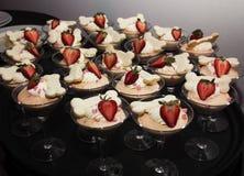 Söt jordgubbeefterrättmaträtt Arkivbilder