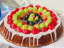 Söt kakaefterföljd: den färgrika vaxblandningen bär frukt syrliga stearinljus Royaltyfri Foto