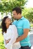 söt lycklig förälskelse för par Royaltyfri Fotografi