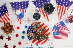 Söt mat och frukter dekorerade med 4th det juli temat Royaltyfri Bild