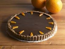 Söt matefterrätt, chokladkaka och apelsin Arkivfoto
