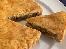 Söt matefterrätt, tårta, i inställning minsta Arkivfoto