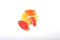 Söt papaya torkad skivor isolerad vit bakgrund Selektivt fokusera Fotografering för Bildbyråer