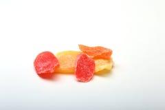 Söt papaya torkad skivor isolerad vit bakgrund Selektivt fokusera Arkivbild