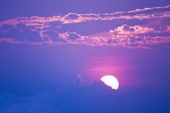 Söt pastellfärgad solnedgång eller soluppgång, mjuk fokus Royaltyfria Foton