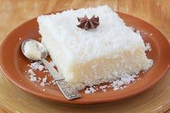 Söt pudding för couscous (tapioka) (cuscuzdoce) med kokosnöten Royaltyfri Fotografi
