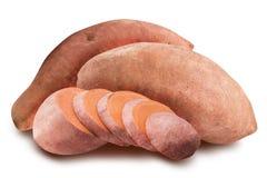 Söt rosa potatis som isoleras på vit bakgrund royaltyfria foton