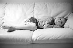 Söt sömn av ett barn Arkivfoton