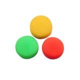 Söt smaklig efterrätt för färgrik macaron som isoleras på vit backgroun Royaltyfria Bilder