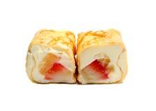 Söt sushi med pineaplle, jordgubbar och ost Arkivbilder