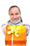 Söt ung flicka med julpresents Royaltyfria Foton