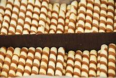 Söta aptitretande randiga chokladpinnar royaltyfri foto
