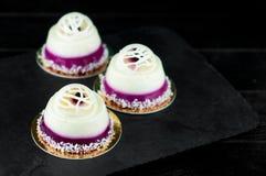 Söta efterrätter med blåbäret Royaltyfri Bild