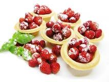 Söta fancycakes med frukt för lös jordgubbe Arkivbilder