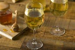 Söta gula Honey Wine Meade Arkivbild