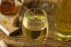 Söta gula Honey Wine Meade Royaltyfria Bilder