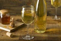 Söta gula Honey Wine Meade Fotografering för Bildbyråer