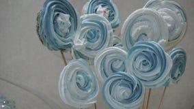 Söta lollypops på den festliga tabellen