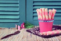 Söta mellanmål för tappning på träbakgrunder, sötsakbakgrunder Royaltyfri Fotografi