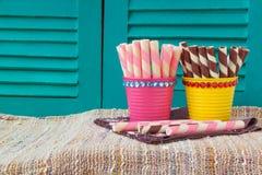 Söta mellanmål på servett, söta bakgrunder Royaltyfria Foton