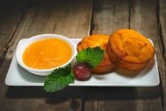 Söta muffin för ostmassa Arkivbild
