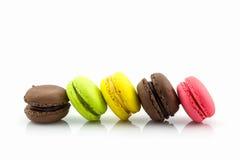 Söta och färgglade franska makron eller macaron Fotografering för Bildbyråer
