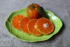 Söta och nya apelsiner Arkivfoto