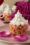 Söta romantiska muffin för dag för valentin` s Arkivbild