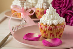 Söta romantiska muffin för dag för valentin` s Arkivbilder