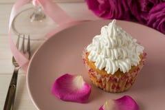 Söta romantiska muffin för dag för valentin` s Arkivfoton