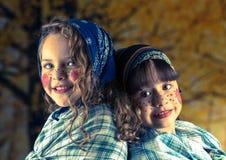 Söta små flickor som kläs som ett traditionellt Arkivfoton
