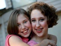 söta systrar Arkivbilder
