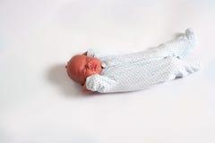 Sötsaken behandla som ett barn att sova för pojke Royaltyfri Foto