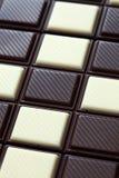 sötsaker för efterrätt för bakgrundschoklad vita mörka Arkivbild