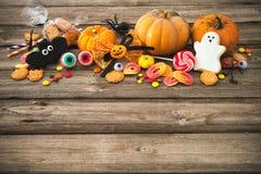 Sötsaker för Halloween behandla trick Arkivbild