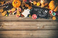 Sötsaker för Halloween behandla trick Arkivbilder